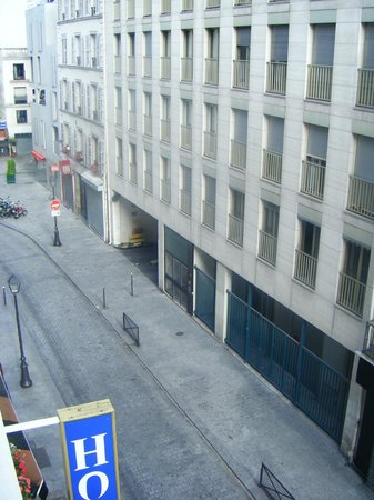 Moris Hotel : Coté rue