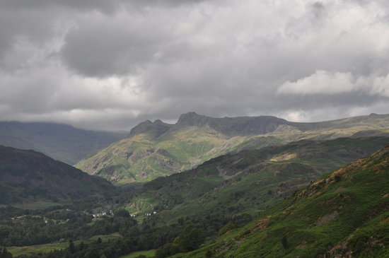 Loughrigg Fell: Looking west towards the scafell range