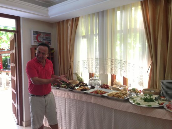 Beyaz Melek Hotel: The hotel owner, proudly showing off the breakfast buffet