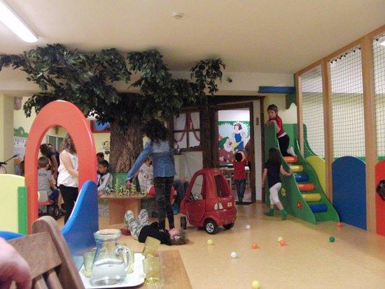 Alpino Family Hotel: Una delle 3 sale giochi