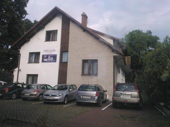 4.Friends Hostel: Parcheggio e ostello
