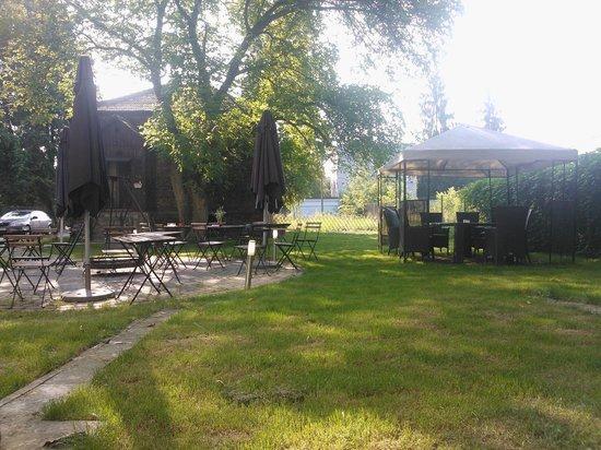 4.Friends Hostel: Vista giardino dalla stanza