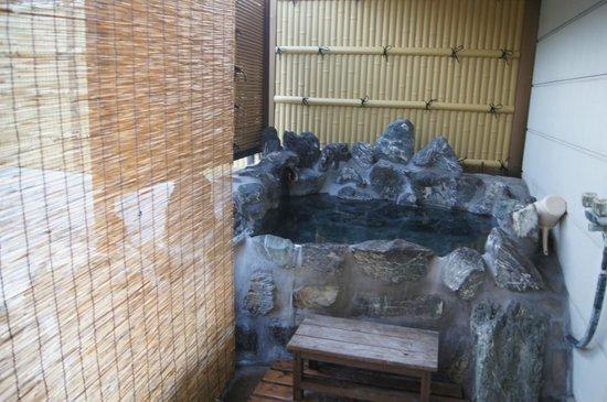 Ishiuchi Yung Parunas: 個室露天風呂 温度は蛇口で調節できます