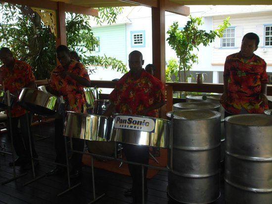 Coco Palm Resort: Hotel steel band