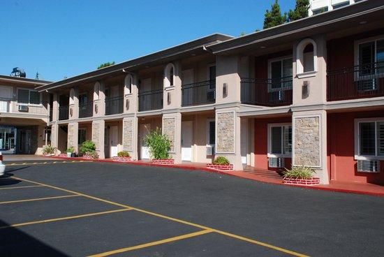 Stone Villa Inn San Mateo - San Francisco SFO: visione in toto