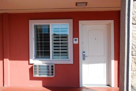Stone Villa Inn San Mateo - San Francisco SFO: esterno della stanza
