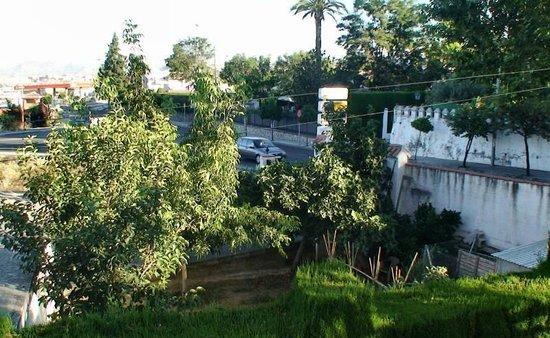 Hotel Villa Sur: chambre donnant sur route fréquentée