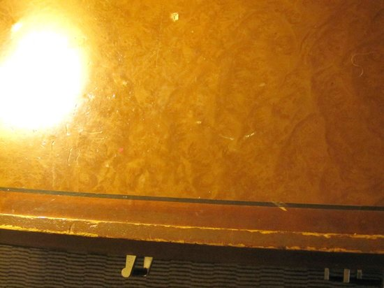 Holiday Inn London-Heathrow M4, Jct. 4: This is the dresser