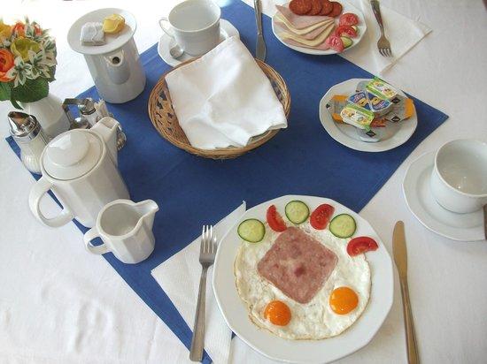 Hotel Aqua: Breakfast
