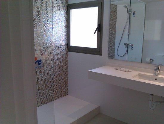 Ola Club Bermudas : the bathroom