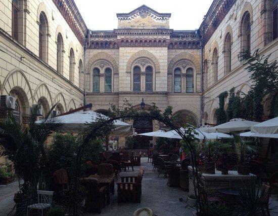 Bernardazzi: Внутренний двор ресторана Бернардаццы