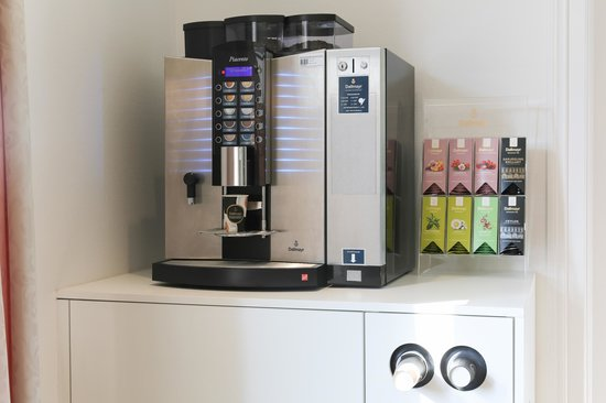 Hotel Schäfli Uzwil: Lounge with vending machines