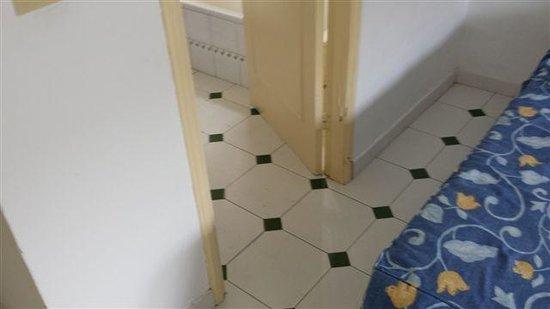 Costa Luz Apartments: Bathroom Doorframe