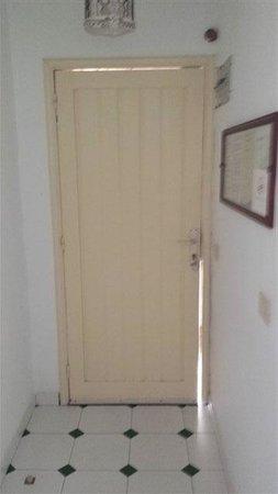 Costa Luz Apartments: Main Entrance Door
