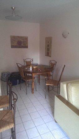 Le Manoir des Deux Amants : Poorly furnitured appartment 1