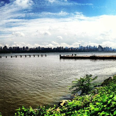 Homewood Suites by Hilton Edgewater - NYC Area: THE HUDSON RIVER IS FEW METER AWAY   FROM THE HOTEL