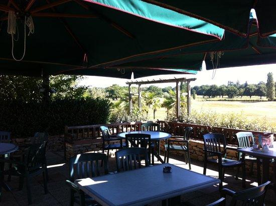 Golf de Sable-Solesmes: Restaurant en terrasse