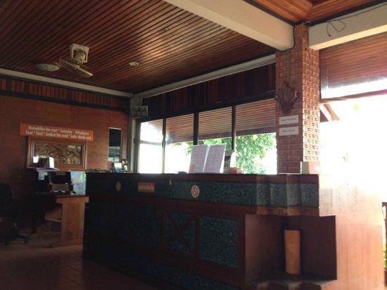 Hi Coral Cove Bungalow: Hotel reception