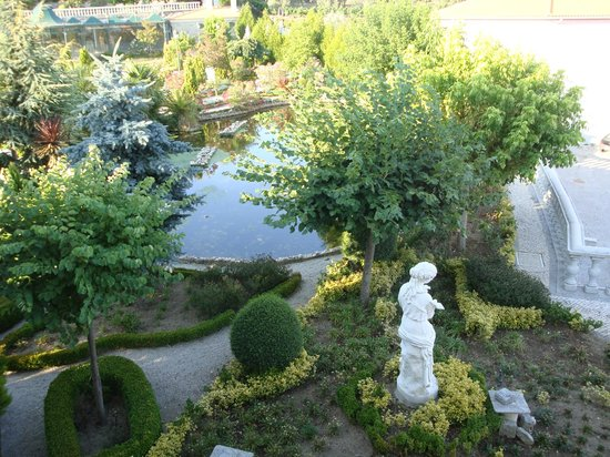 Quinta Do Adamastor: Another part of the garden from our room