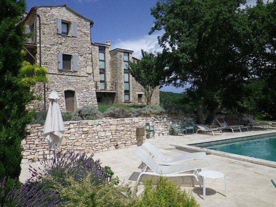Le Hameau de Pichovet: vue de la piscine