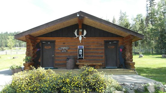 Crystal Waters Guest Ranch: Washhouse