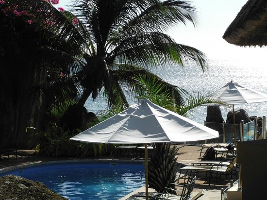 Sunset Beach Hotel: Beautiful pool and sun-deck