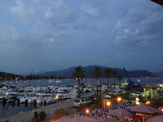 Hotel le Golfe : Vue sur le port, d'une chambre du 1er étage