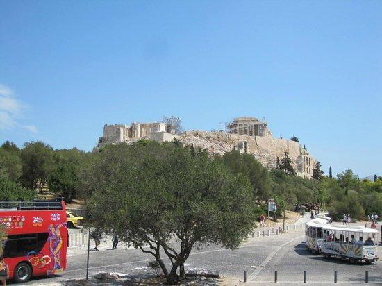 City Sightseeing Athens & Piraeus: Waiting at accopolis turning point