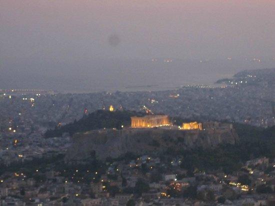 City Sightseeing Athens & Piraeus: Night View of the accropolis