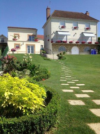 Cumieres, Francia: CHAMPAGNE Daniel ETIENNE - le jardin