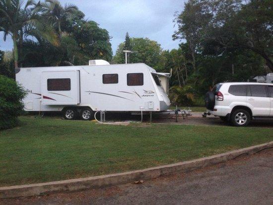 Rowes Bay Beachfront Holiday Park: caravan site