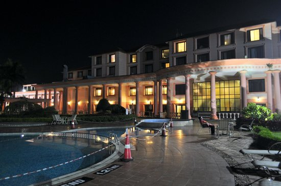 Fortune Park Panchwati Hotel: View of the hotel from the pool area