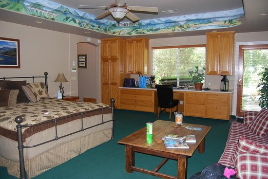 The River Jewel Suites: Downstairs