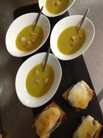 El Rebost de Ger : Crema de verdures amb coca de seba i botifarra negra