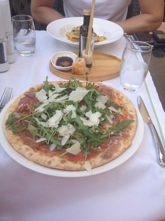 Hilton Ras Al Khaimah Resort & Spa: pizza in PDG at lunch