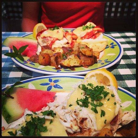 Lizzie's Cafe & Bistro 142nd St.: Eggs benedict