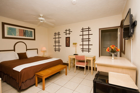 Barefoot Mailman Motel: Located in our Garden Setting, this is a large bedroom designed for a couple and maybe a child.