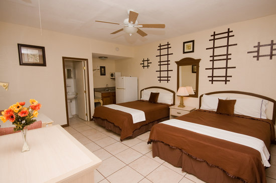 Barefoot Mailman Motel: 2-Queens Room - Located in our Courtyard Setting, this is an extra-large bedroom designed for up