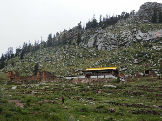 Manzshir Monastery: Ruins of the monastery