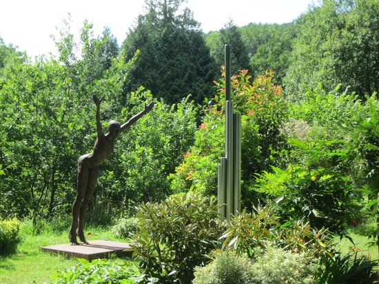Broomhill Art Hotel and Scupture Garden restaurant: In the Sculpture Garden