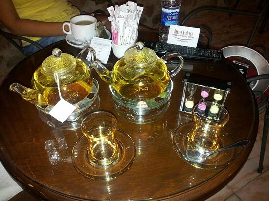 Amra Palace Hotel: Relaxing herbal tea! love the teapots!