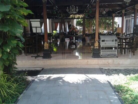 Hotel Indah Palace : Sitting area near the lobby