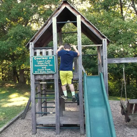Tygart Lake State Park: Little playground area