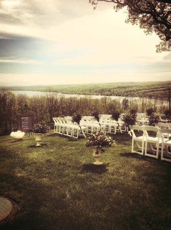 Esperanza Mansion : Ceremony on the lawn
