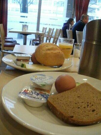 Holiday Inn Express Berlin City Centre : breakfast