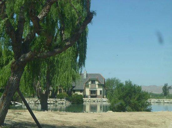 San Marcos Creek Vineyard: Driveway sight