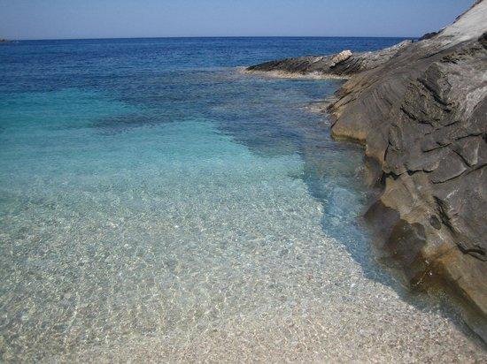 Aegea Blue Cycladic Resort : γαλαζια καθαρα νερα