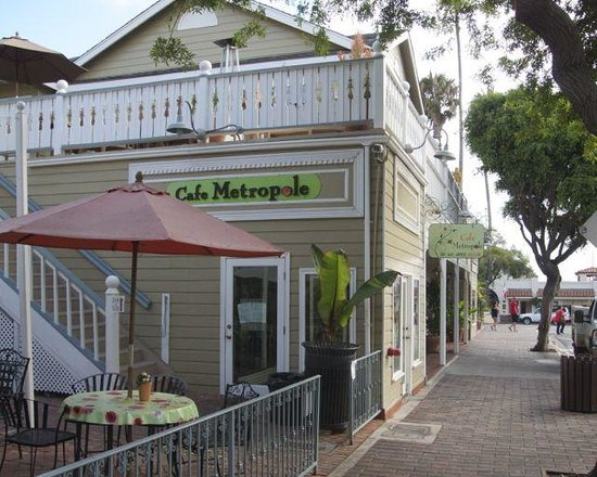 Cafe Metropole: outdoor dining