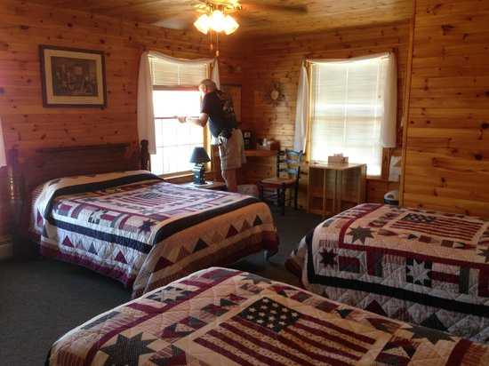 Betsy Ross Lodging: Room 4