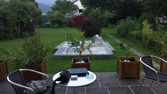 Artrooms Gastezimmer: Terasse mit Garten